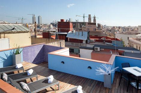 Communal Roof Terrace with Sunbeds and Shower - Lovely, central and comfortable - Barcelona - rentals