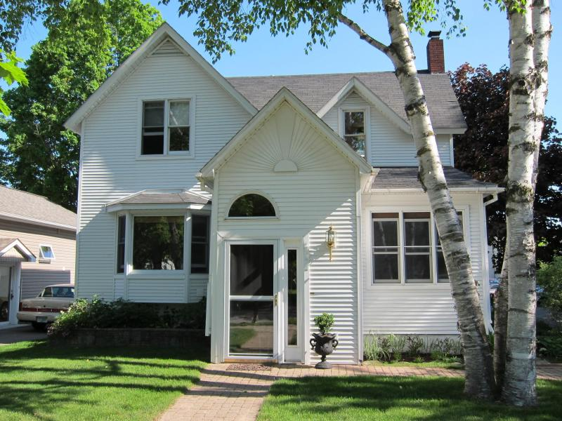 West End Retreat - West End Retreat- Walk to the beach!!! - Traverse City - rentals