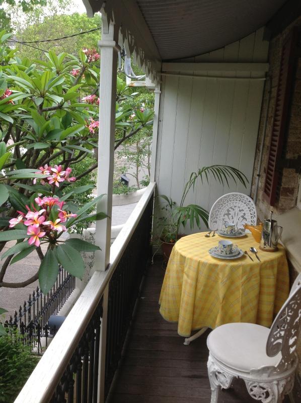 Breakfast on the balcony - Five Ways B & B Paddington - Sydney - rentals