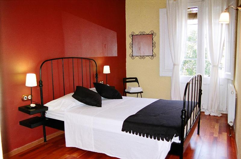 BedRoom 1 - Typical Catalan apartment in central Barcelona - Barcelona - rentals