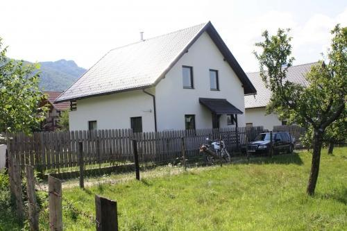 Transylvanian Rental Villa/ Chalet - Front - Carpathian (Bran) Holiday Villa - Craiasa Branului - Bran - rentals