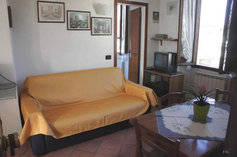 living room couch double sofa Bed - Apartment S.Anna holidays house Lucca free parking - Lucca - rentals