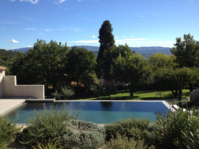 The Pool with the Luberon beyond - One bedroom cottage with pool & views of  Luberon - Saint-Saturnin-les-Apt - rentals