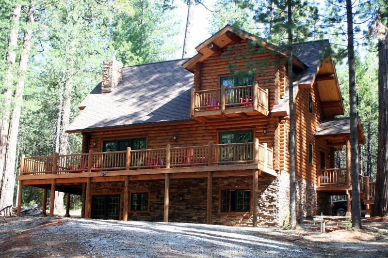 Welcome to Gold Creek Cabin! - Unique, Secluded, 5-Star, Luxury Log Cabin Retreat - Volcano - rentals