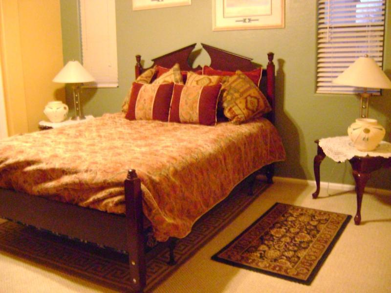 Master bedroom with large closet and bathroom - Arizona central sleeps 8 - Maricopa - rentals