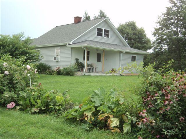 The Orchard House - The Orchard House - Guest House, also RV hook-up - Patrick Springs - rentals