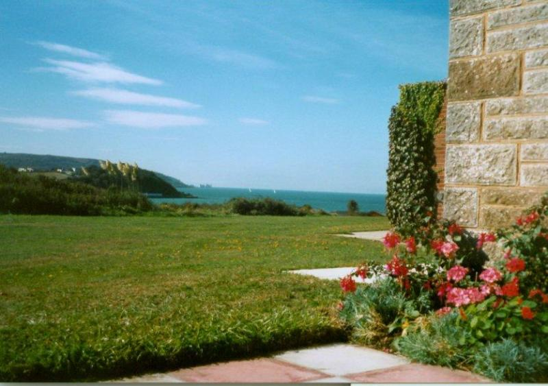 Sunnybreak Chalet 2 bed by beach with Needles view - Image 1 - Isle of Wight - rentals