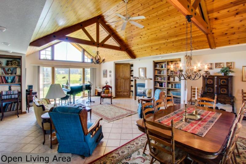 Bright and airy, spacious dog-friendly home on five acres! - Image 1 - Coeur d'Alene - rentals