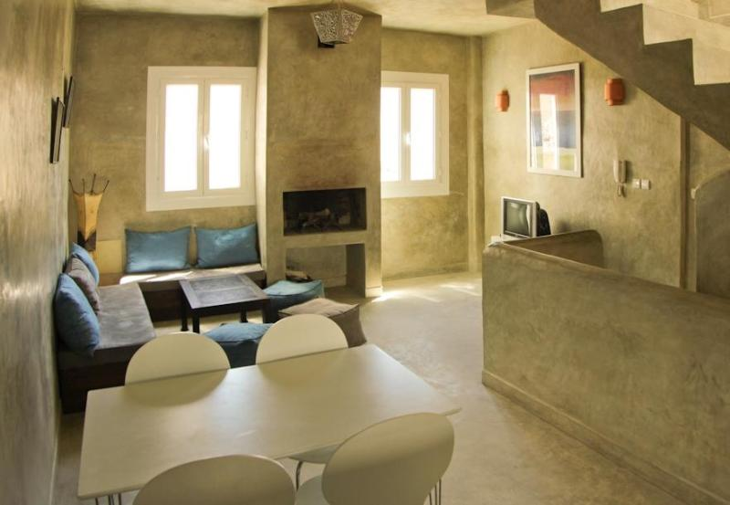 Living room with fire place - Beautiful Contemporary House In Essaouira  Medina - Essaouira - rentals