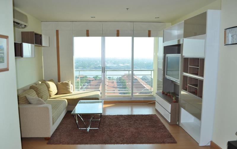 Spacious lounge with light and airy feel - Star Apartment Bangkok - Bangkok - rentals