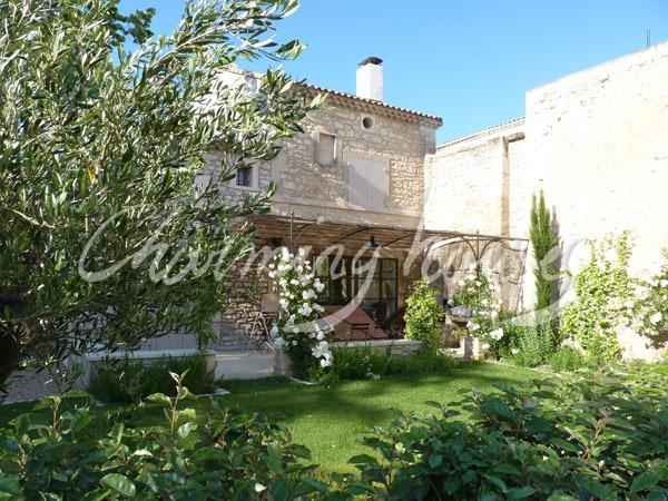 Charming village house with private pool - Image 1 - Maussane-les-Alpilles - rentals
