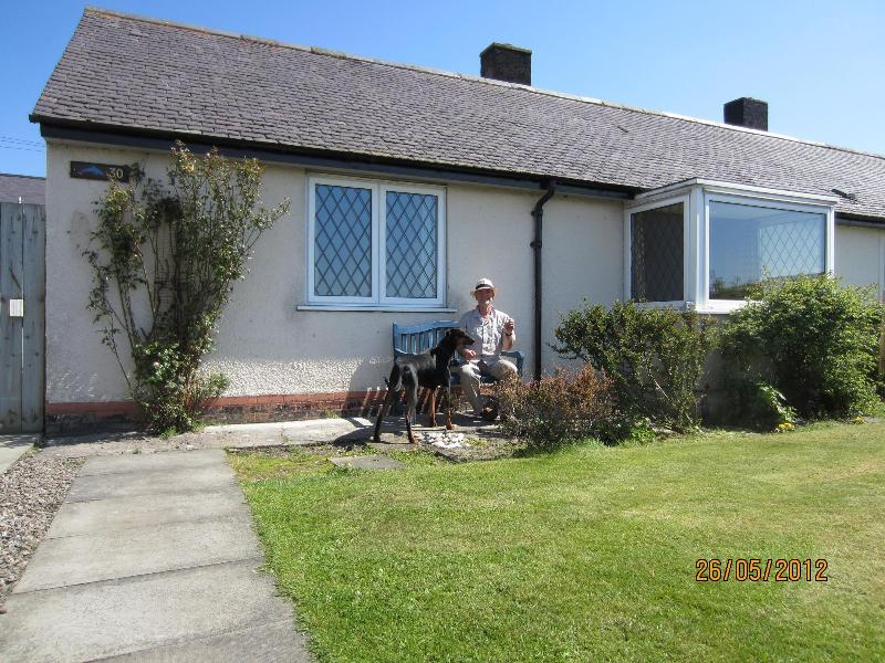 outside house - Dolphin View Cottage between Nairn and Inverness - Ardersier - rentals