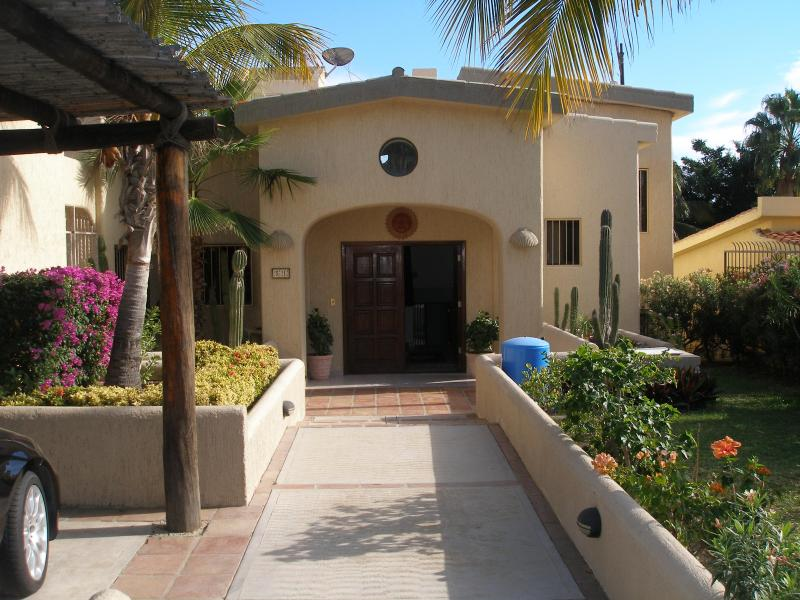 Front of the house - $200 / 3br - 3000ft² - 3 bd house at  Golf Course - San Jose Del Cabo - rentals