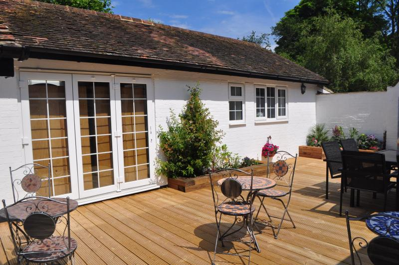VIEW OF OUTSIDE OF SORRENTO ROOM - The Fir Trees Bed and Breakfast - Hertfordshire - rentals