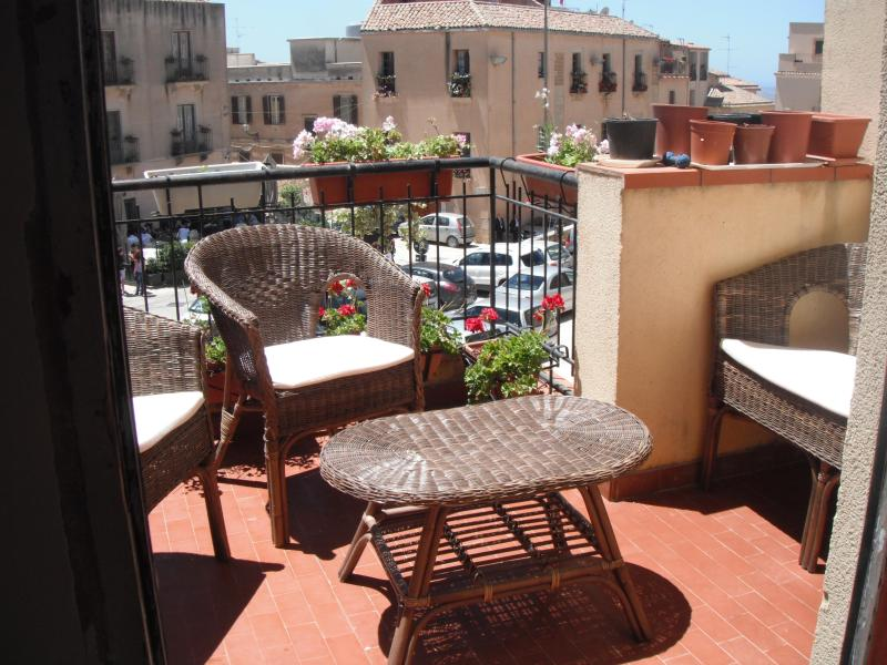BBQ on terrace - Salemi Sicily Mafia Museum : Segesta Trapani. - Salemi - rentals