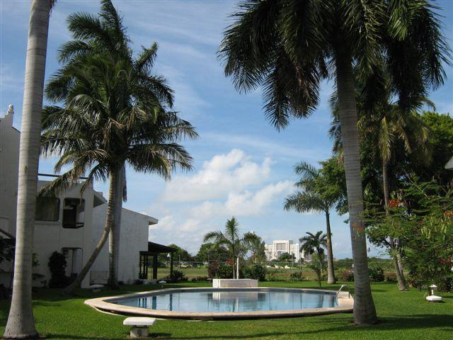 Pool and Garden - Casa Nai, heart of hotel zone,quiet with breakfast - per room - Cancun - rentals