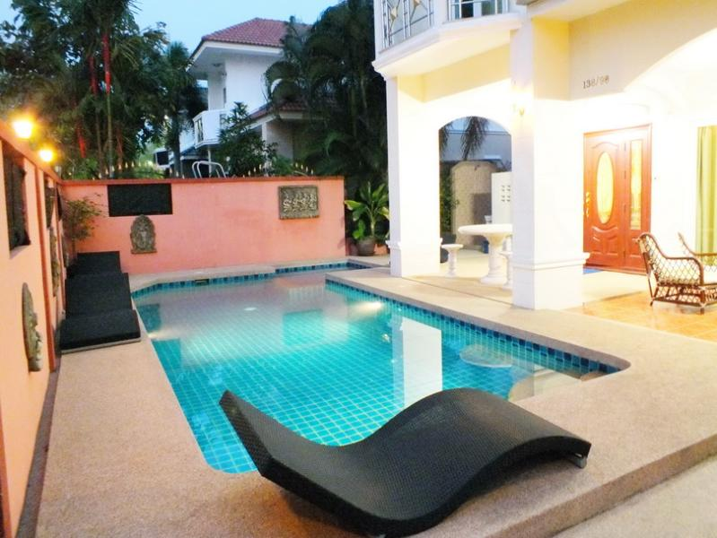 Great Villa for Relaxing Day or Night - 4 Bedroom Villa Central Pattaya 10 Minutes Away - Pattaya - rentals