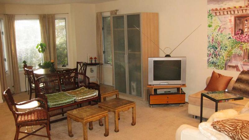 Livingroom - Luxury 2 Bedroom 2 Bath Condo Safe Private Excellent for Long-term - Union City - rentals