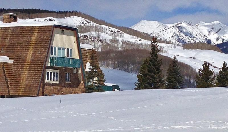 The Alpenglow Chalet is nestled in the pristine beauty of the Colorado Rockies. - Your Group's Winter HQ! Indoor Hot Tub, 360° Views - Crested Butte - rentals