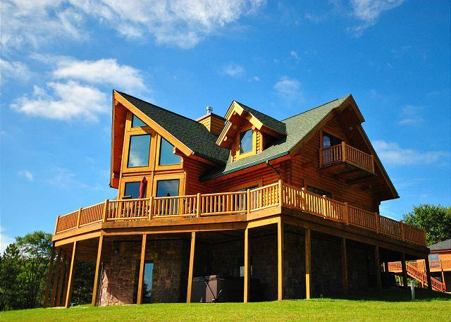 Exterior - Stunning 5 Bedroom Log Home with hot tub offers breathtaking mountain views! - Oakland - rentals