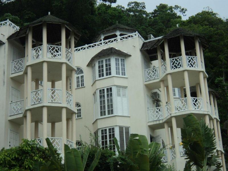 Villa is located close to sky castle and overlooks the city of ocho rios - Chill on the hill - Ocho Rios - rentals