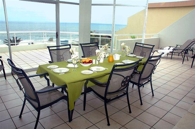 Large balcony with spectacular ocean view. - Self catering beach apartment - Manaba Beach - rentals