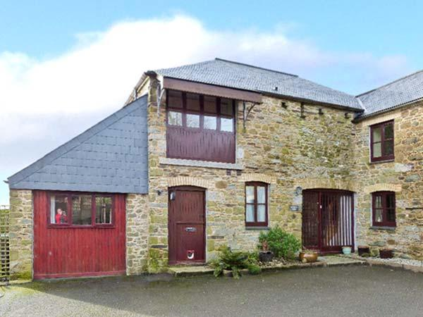 THE BARN, upside-down cottage, Jacuzzi bath, lovely grounds, in Polyphant, near Launceston, Ref 22334 - Image 1 - Launceston - rentals