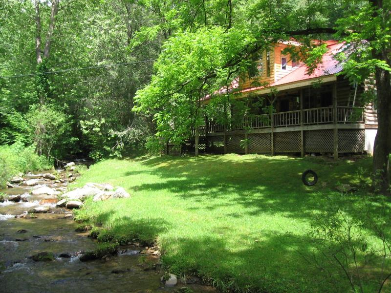bold rushing creek in ft. yard - Log Cabin by Stream - Sylva - rentals