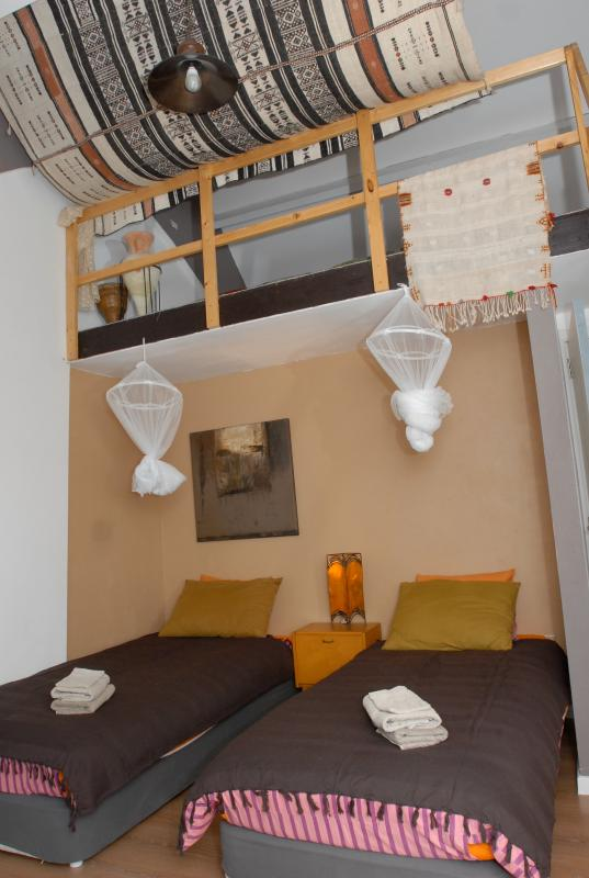 Marrokko room (part of the appartment) - Quiet artistic spot in a picturesque poldervillage 10k to BRUGES, 7K to the beach - Ostende - rentals