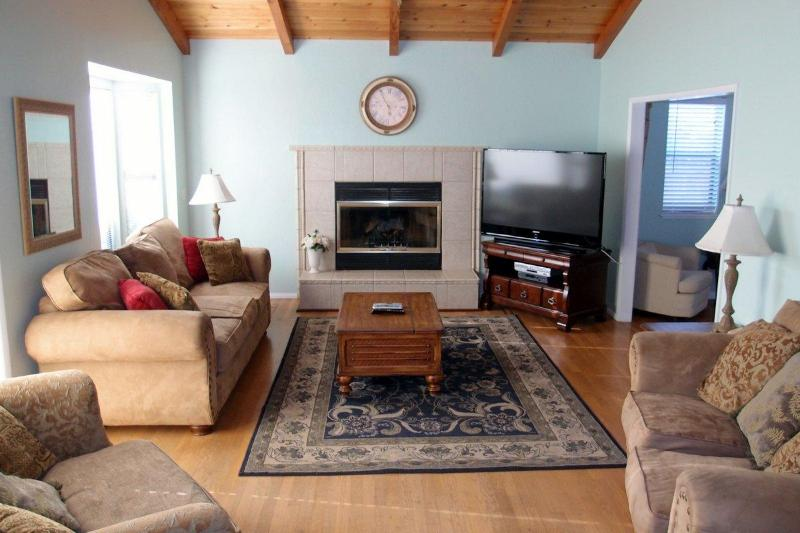 This large den has a fireplace, 47 inch TV and queen sofa bed. - Large, Well-Equipped Home; Steps to Beach! 2950 - Morro Bay - rentals
