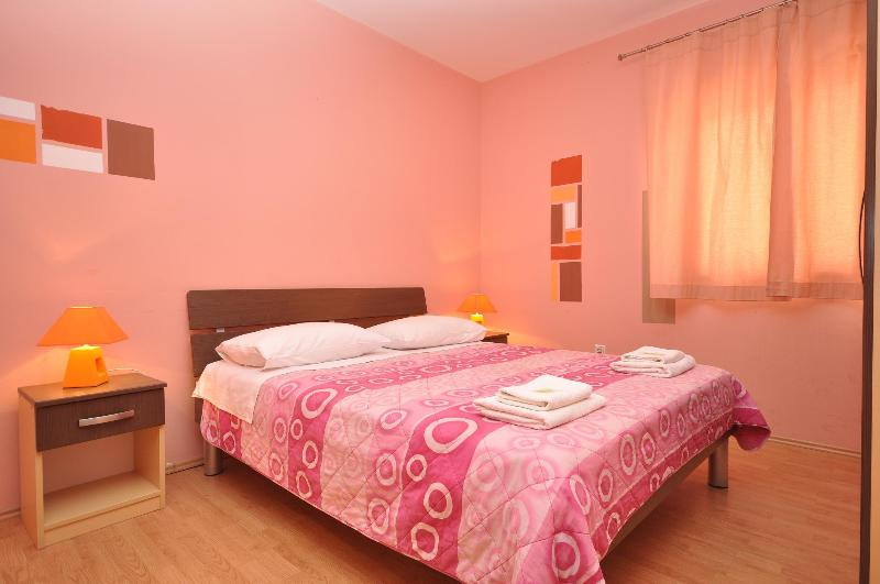 Bedroom - Villa Cezar Apartment - Kastel Luksic - rentals