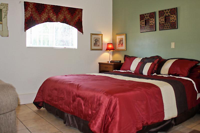 Private Studio Guest Suite w/ Kitchenette - Image 1 - Los Angeles - rentals