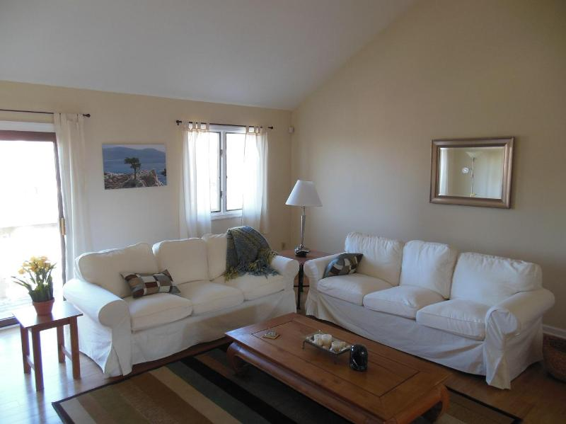 Living room - Beach Block Newly Renovated 3BR/2.5BA Townhouse - Brigantine - rentals