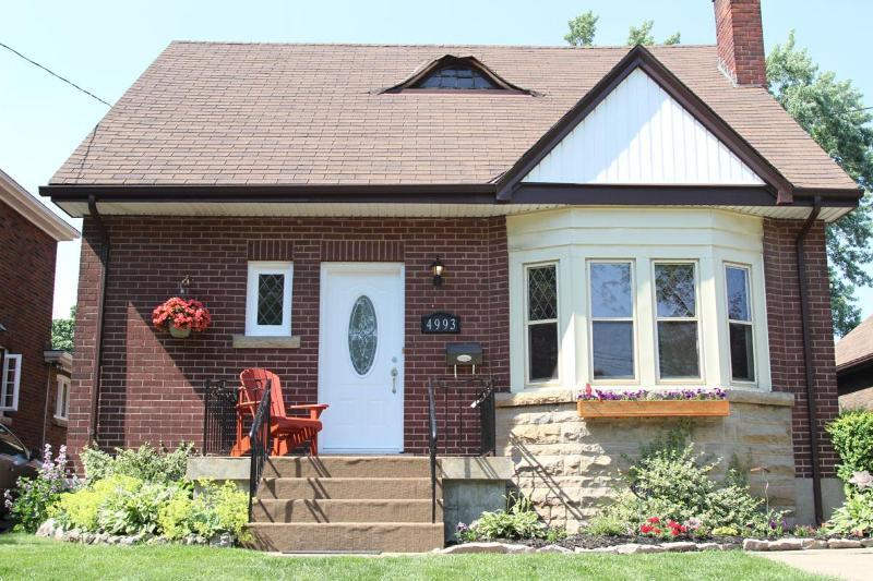 front of home - Niagara by the Park - Niagara Falls - rentals