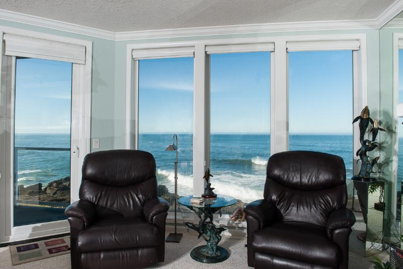Oceanfront Views - Beautiful Oceanfront Condo-HDTV/WiFi, Pool/Hot Tub - Depoe Bay - rentals
