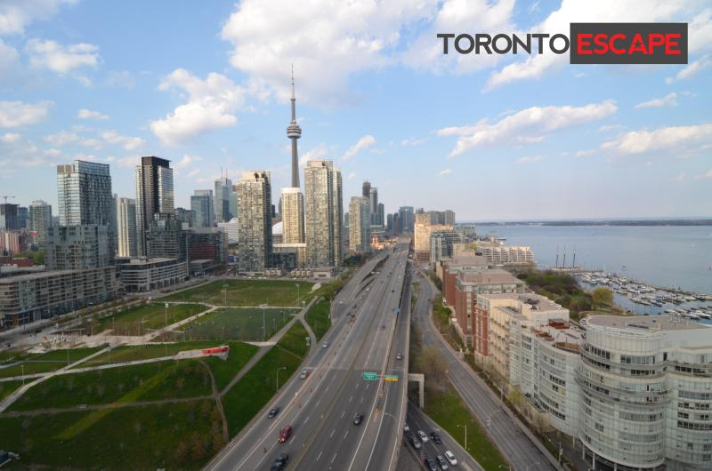 Breath taking views of the city from the large balcony - Spectacular views of Toronto & Water - Lakeshore - Toronto - rentals