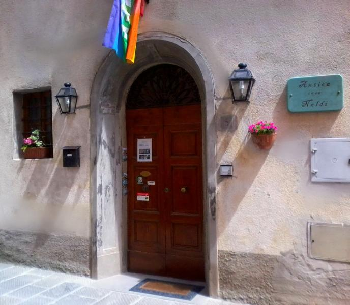 doorway in via Cerruglio 5 - Antica Casa Naldi - Montecarlo - rentals