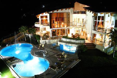 El Cid Villa features Jacuzzis, tennis court and a professional putting green - Image 1 - Marbella - rentals