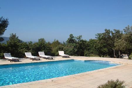 Beautiful Hillside Villa Les Murets with Tennis Court, Private Pool, BBQ & Stunning Views - Image 1 - Luberon - rentals