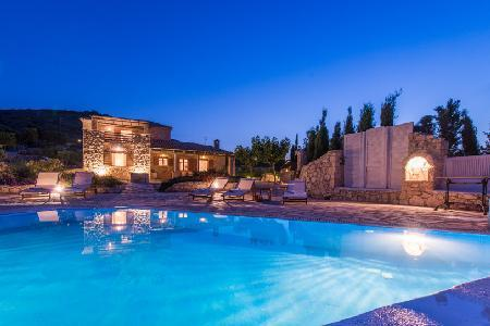 Ocean view Villa Crystal- direct beach path, hydro-massage pool & ensuites - Image 1 - Agios Nikolaos - rentals