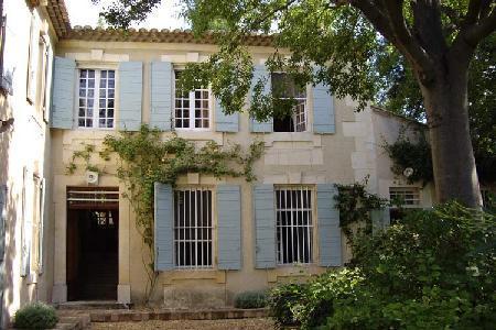 Historic Country House Bastide de Tarascon with Beautiful Garden & Pool - Great for Families! - Image 1 - Saint Pierre de Mezoargues - rentals