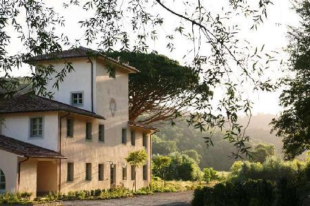 Nestled in a private garden, Valle is comprised of main house and guest house-  ideal for groups - Image 1 - Pisa - rentals