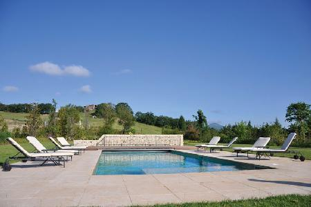 Casa Bassa within a gated estate with pool, ensuite bedrooms, outdoor stone barbecue and pizza oven - Image 1 - Orvieto - rentals