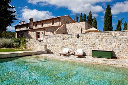 Villa Oliviera features spectacular terraces and views, with housekeeping - Image 1 - Montalcino - rentals