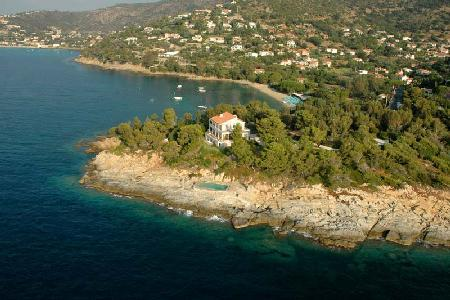Pointe de la Fossette - Relaxing Waterfront Villa on 3 Acre Peninsula with Pool - Image 1 - Le Lavandou - rentals