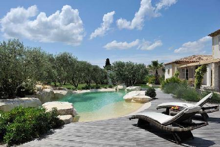 Mas de la Verdiere - Lovely Gated Villa in Tranquil Setting with Swimming Pool - Image 1 - Saint-Remy-de-Provence - rentals