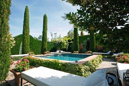 Authentic Provencal Family Home Le Grand Jardin with Private Pool, Landscaped Gardens & Cottages - Image 1 - Saint-Remy-de-Provence - rentals