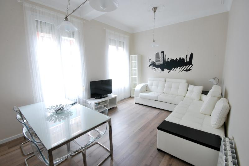 Wonderful 8 people Apartment next Sagrada Familia - Image 1 - Barcelona - rentals