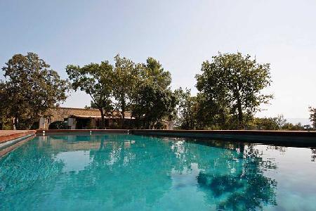 Perfect for a Family Retreat - Spacious Contemporary Villa Les 3 Garrigues with Pool & Tennis Court - Image 1 - L'Isle-sur-la-Sorgue - rentals