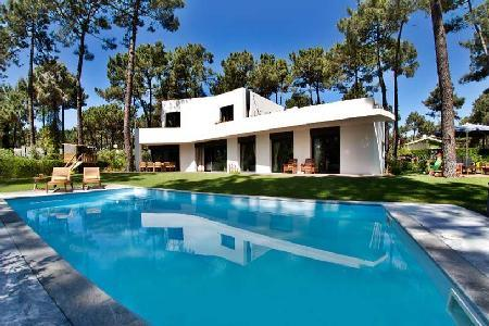 Family Friendly Villa Aroeira near Golf Resort s and Town offers Beautiful Garden, Pool & Staff - Image 1 - Lourinha - rentals